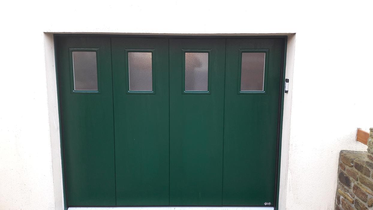 Porte de Garage latérale motorisée Plouguenast (22) - Secteur Loudéac isoslide1