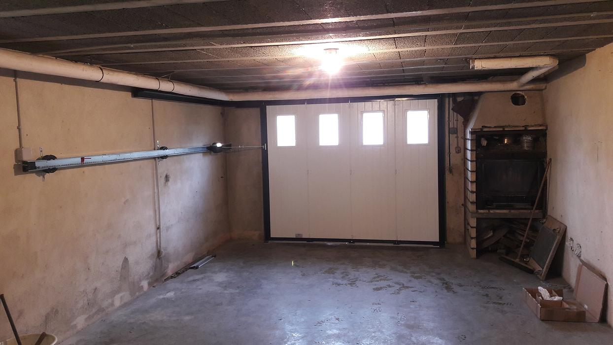 Porte de Garage latérale motorisée Plouguenast (22) - Secteur Loudéac isoslide3